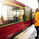 電車で出会った男性に一目惚れ!アプローチする方法をタロット占い